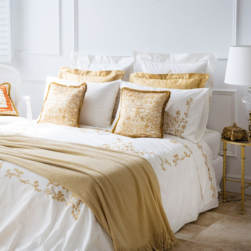 Embroidered egyptian percale bed linen bed linen bedroom zara home lithuania - Mettre une couette facilement ...