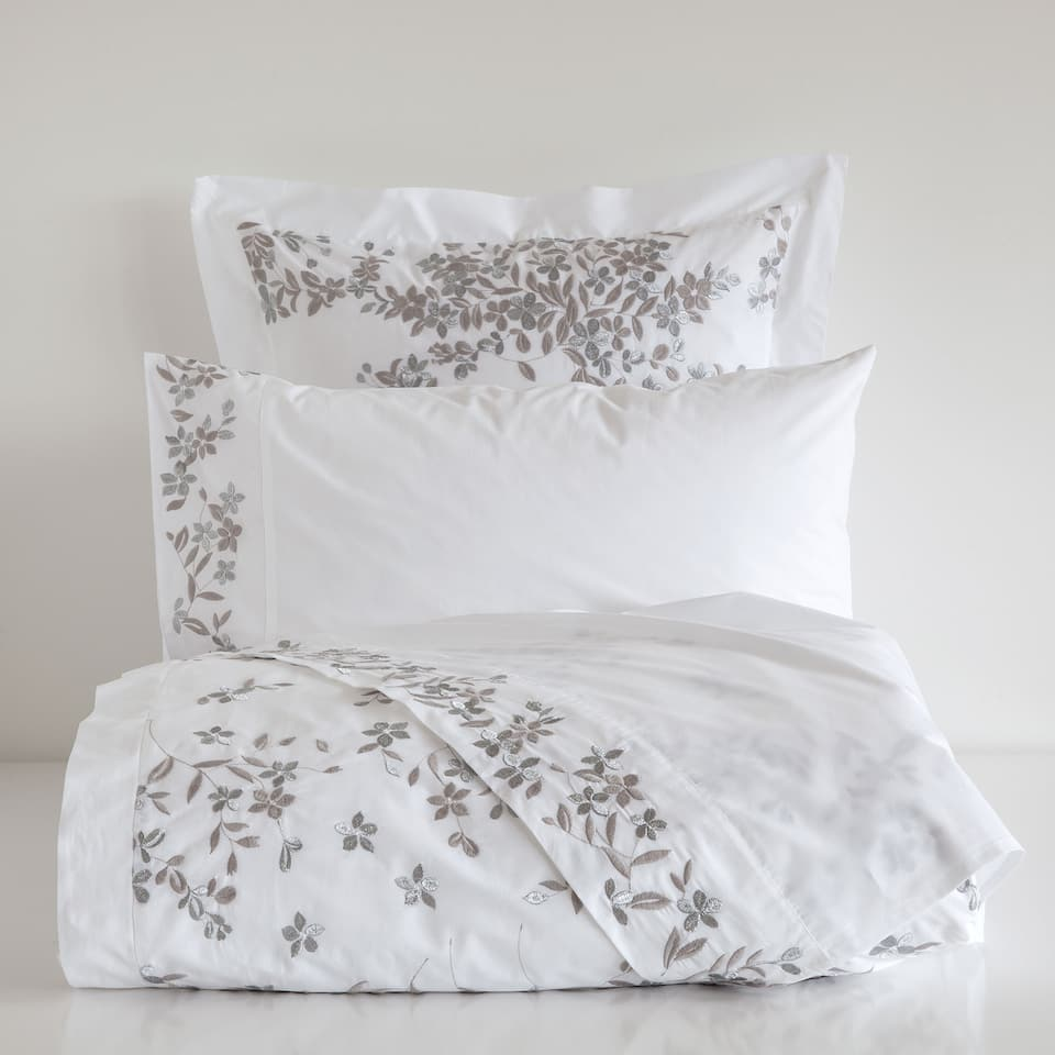 Parure de lit percale embroidered percale bedlinen bed - Parure de lit zara home ...