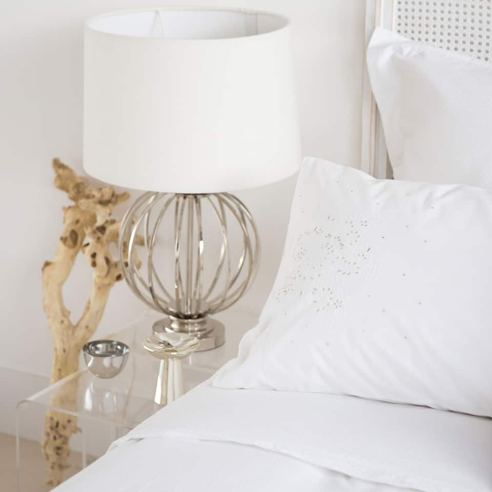 lamp met metalen bol lampen slaapkamer zara home. Black Bedroom Furniture Sets. Home Design Ideas