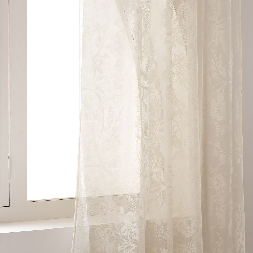 LACE-EFFECT CURTAIN