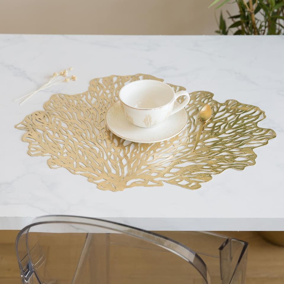 Dækkeserviet med print af guldfarvet koral (Sæt med 2 stk.)