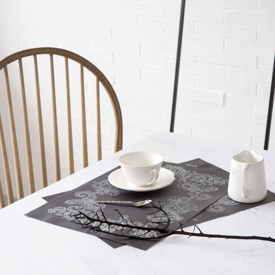 Dækkeserviet i lamineret tekstil med print (Sæt med 2 stk.)