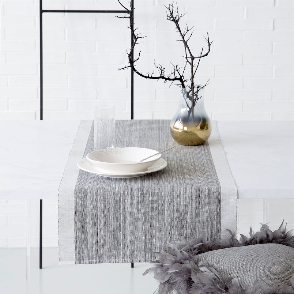 Contrasting-Edge Table Runner