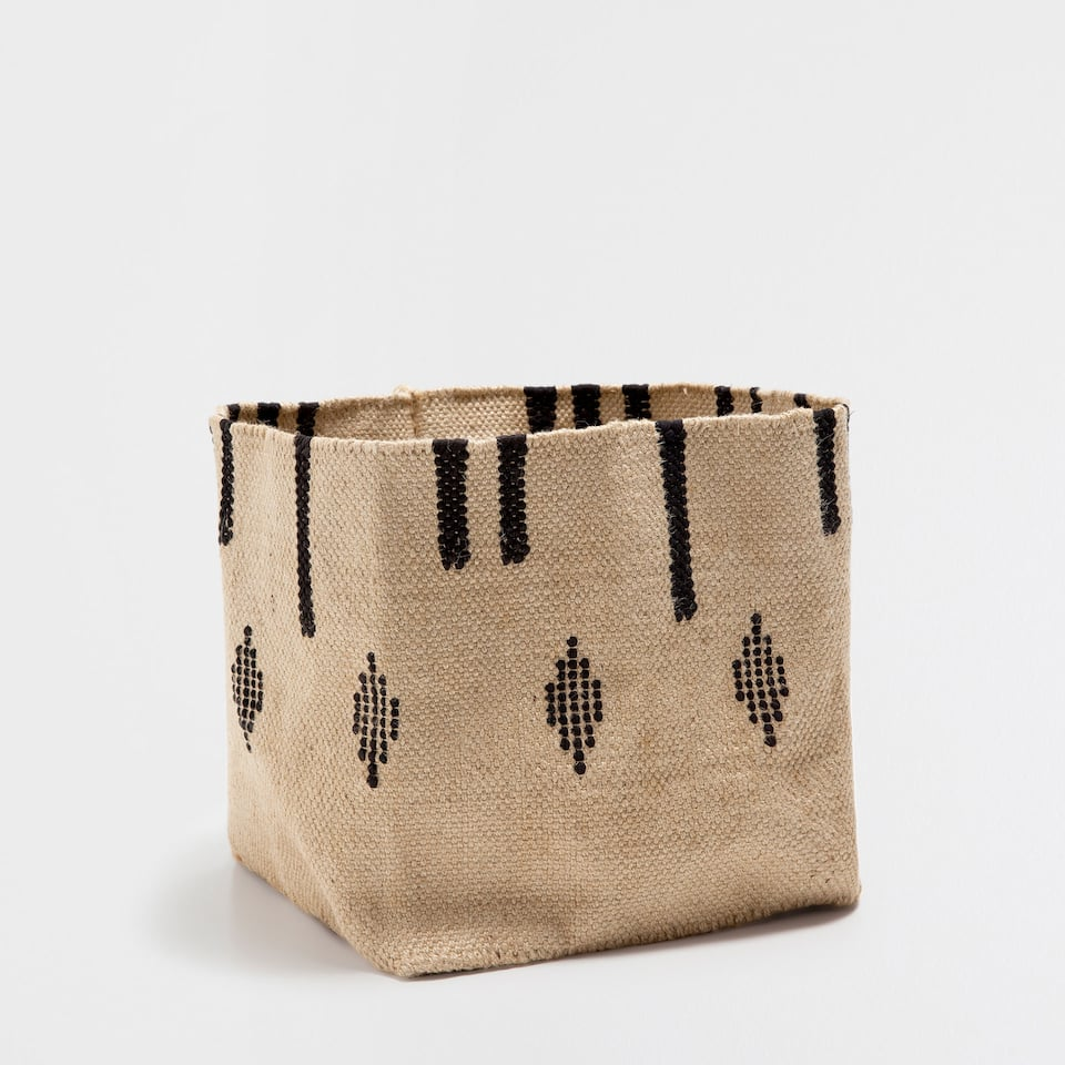 PATTERNED BASKET WITH FRINGE