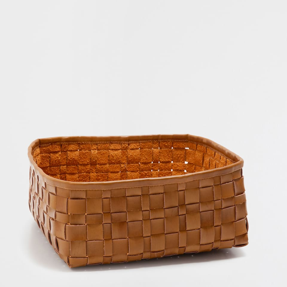 PLAITED SQUARE BASKET
