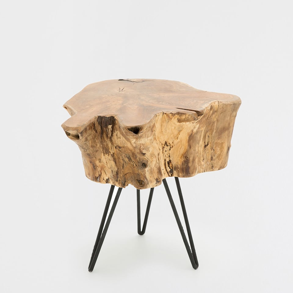 TRUNK-STYLE STOOL WITH METAL FEET