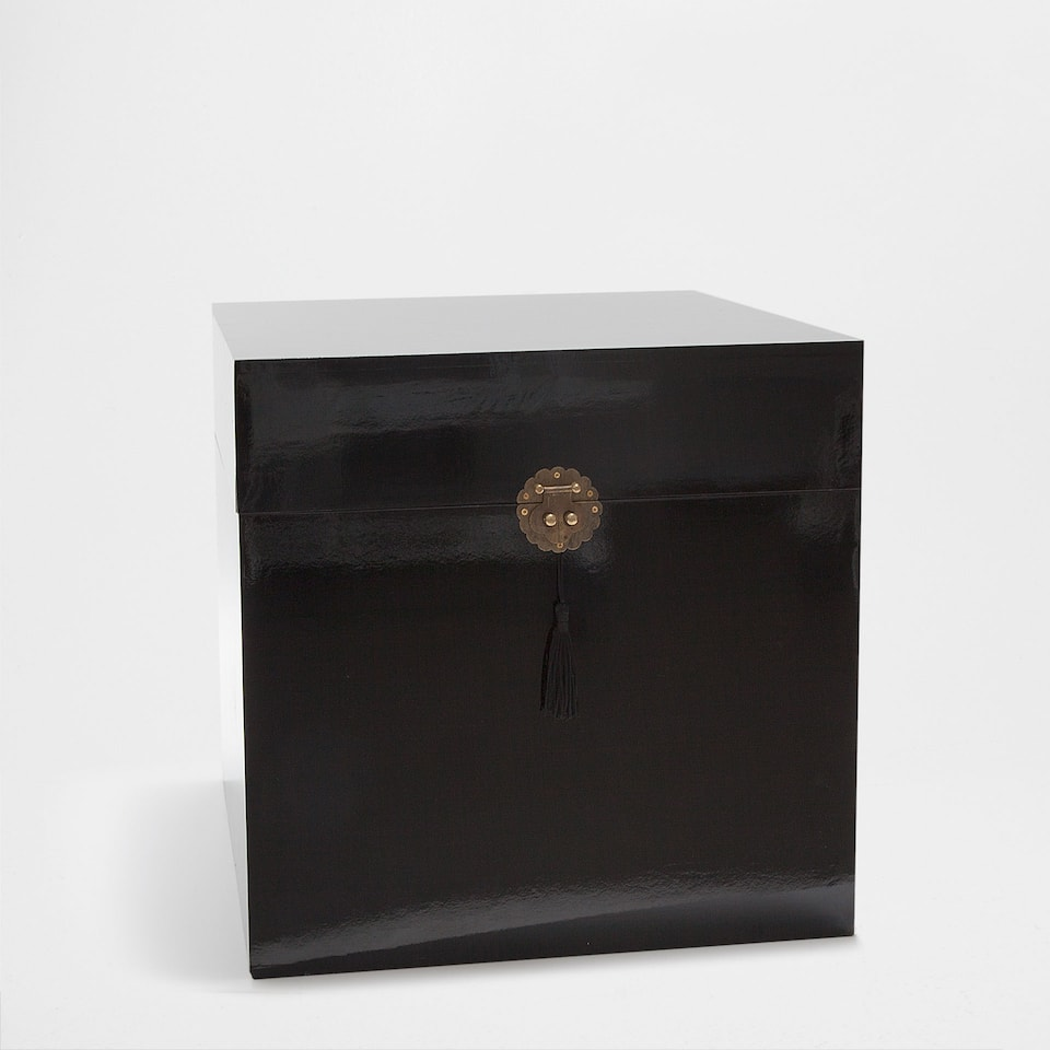 BLACK SIDE BOX TABLE WITH TASSEL