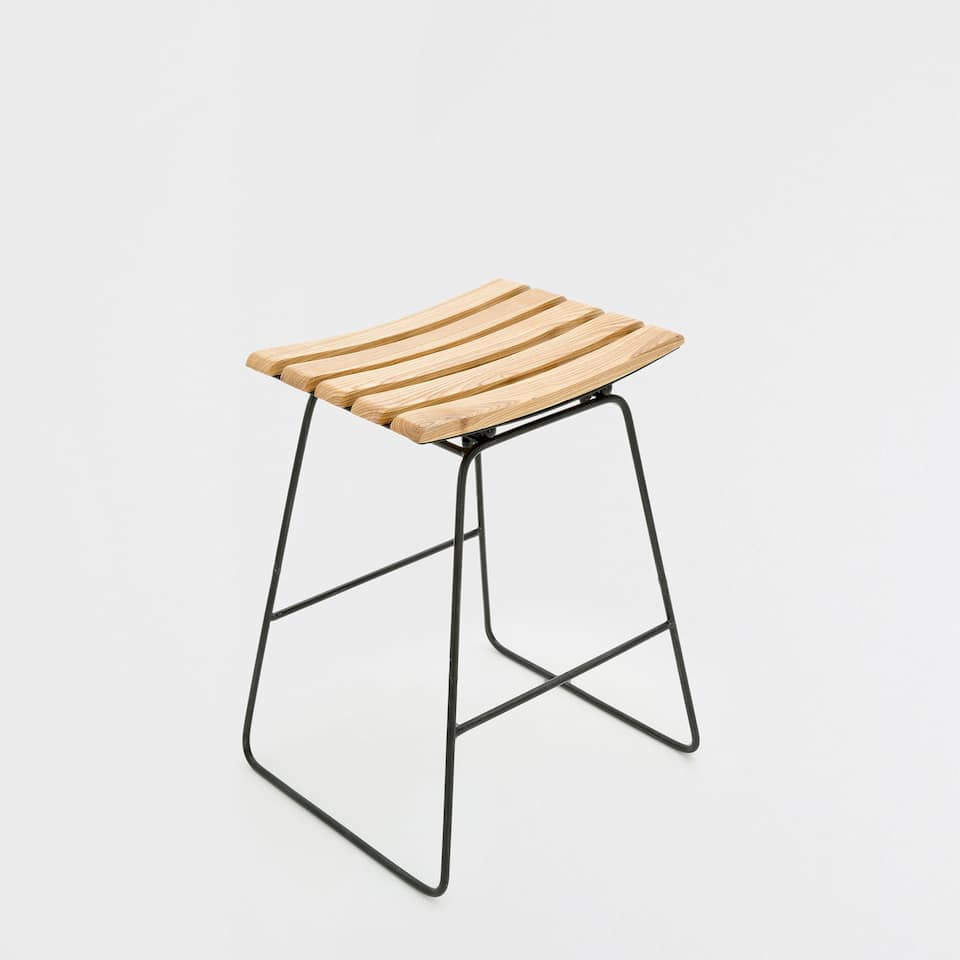 HIGH STOOL WITH A WOODEN SWEAT