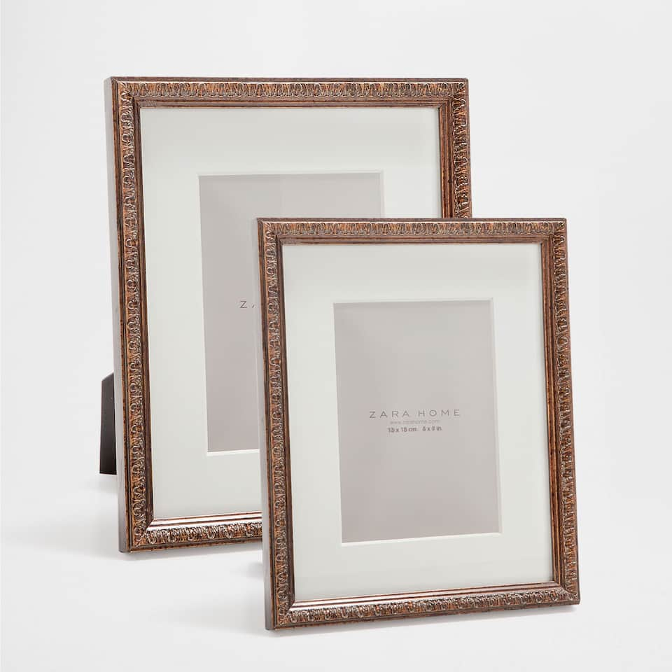 EMBOSSED THIN WOODEN FRAME
