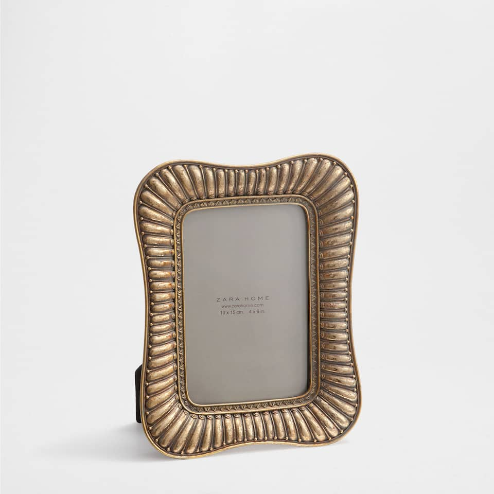 GOLDEN ANTIQUE-FINISH WAVY FRAME