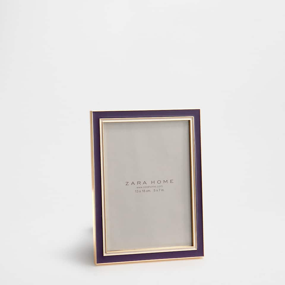 PURPLE FRAME WITH GOLDEN CONTRASTS