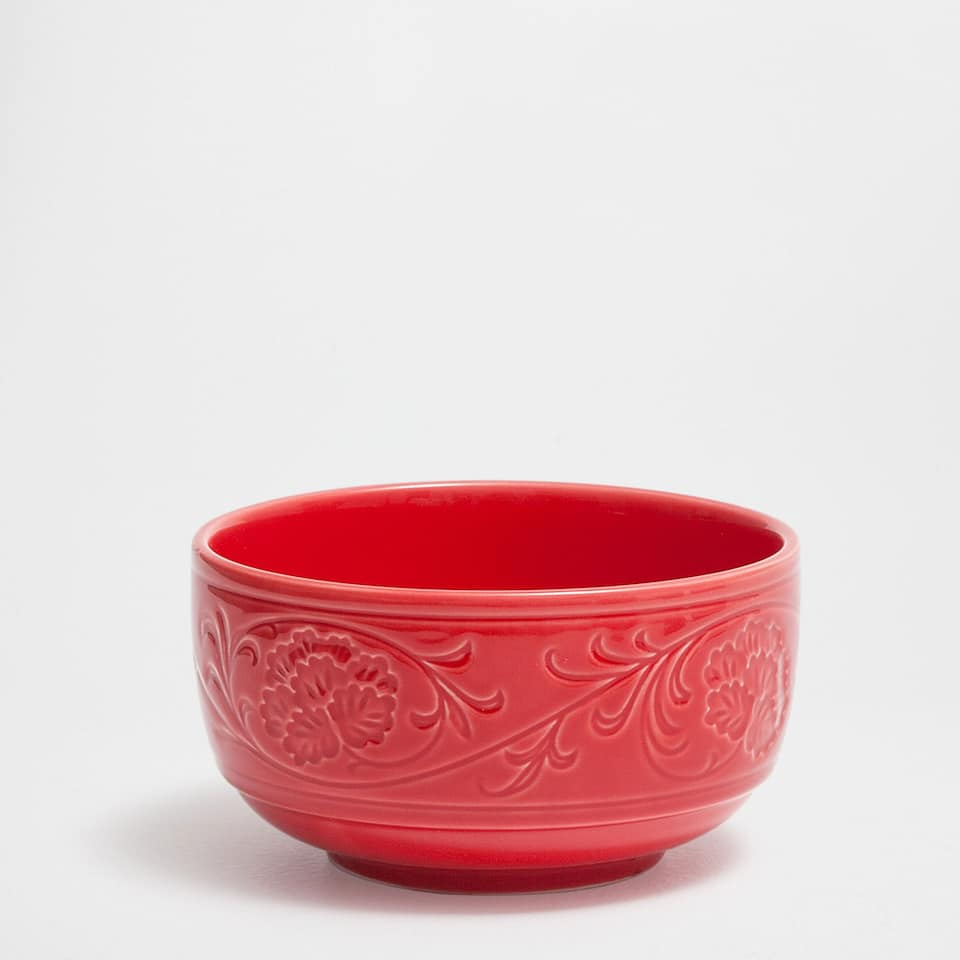 Raised-flower porcelain salad bowl