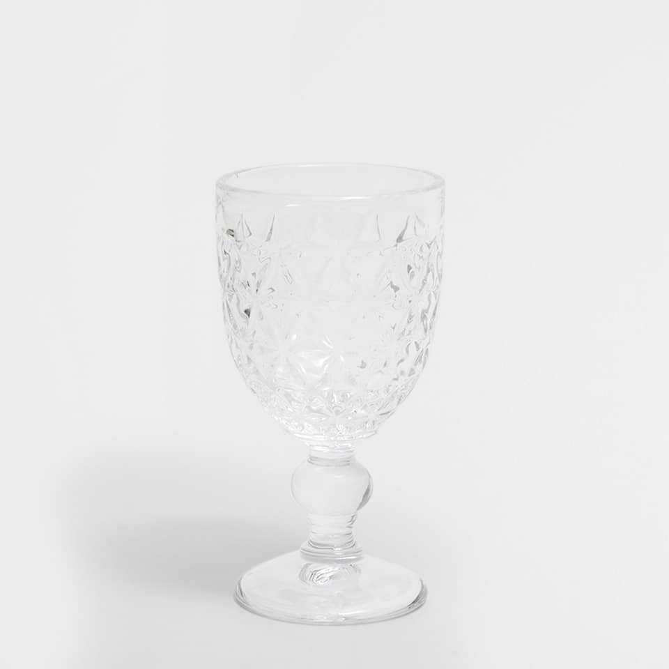 WINE GLASS WITH A RAISED GEOMETRIC DESIGN