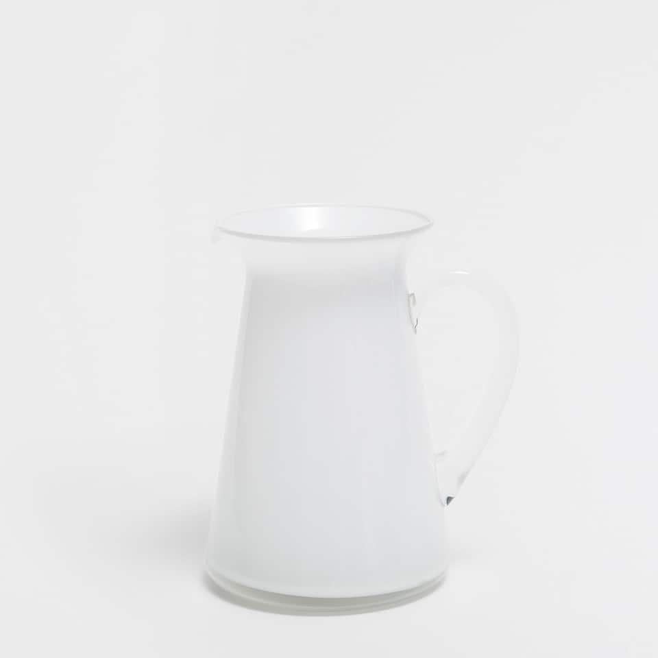 SNOW-EFFECT PITCHER