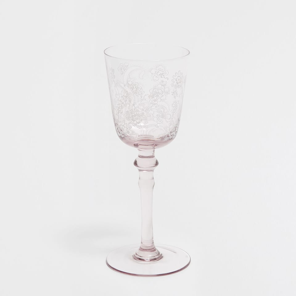 PINK WINE GLASS WITH A WHITE PATTERN
