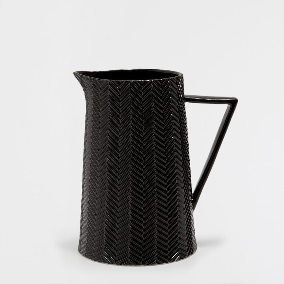 BLACK PORCELAIN JUG