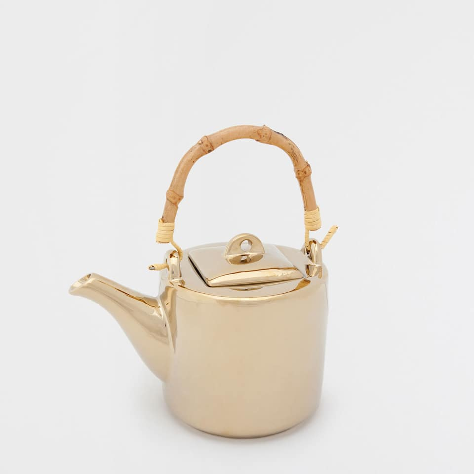 GOLDEN TEAPOT WITH A BAMBOO HANDLE