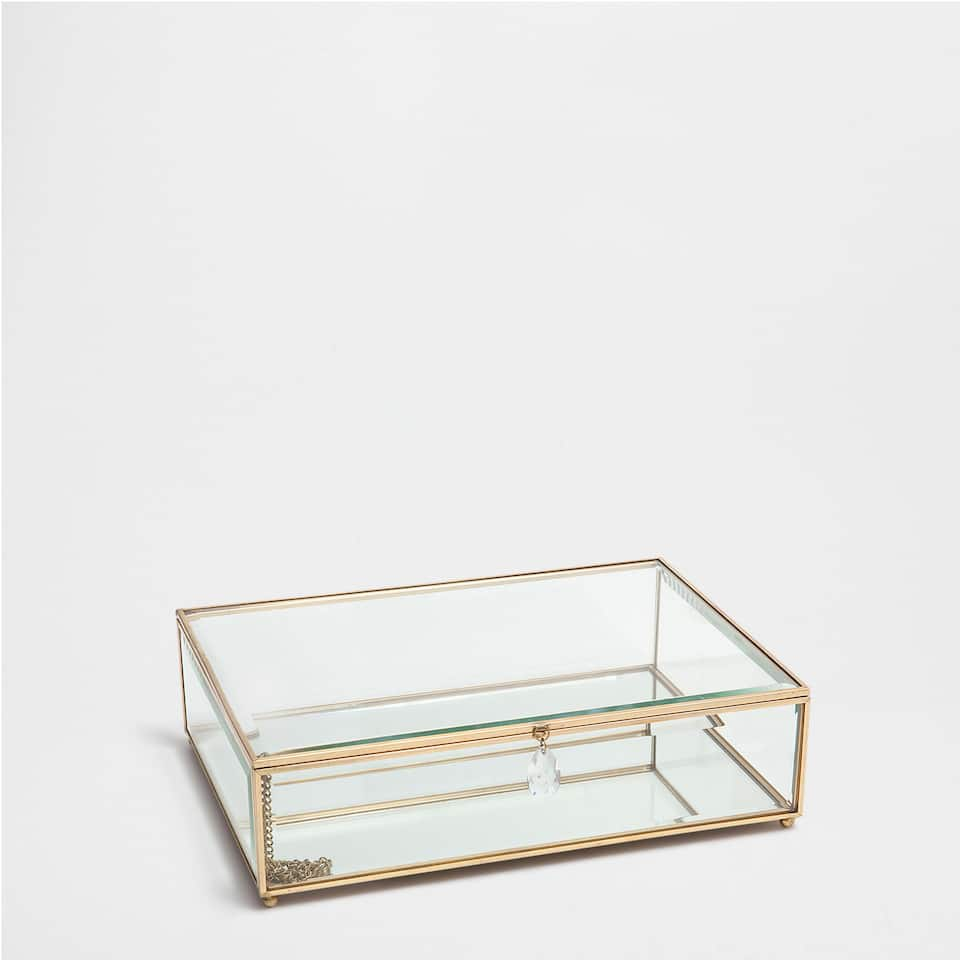 TRANSPARENT GLASS BOX