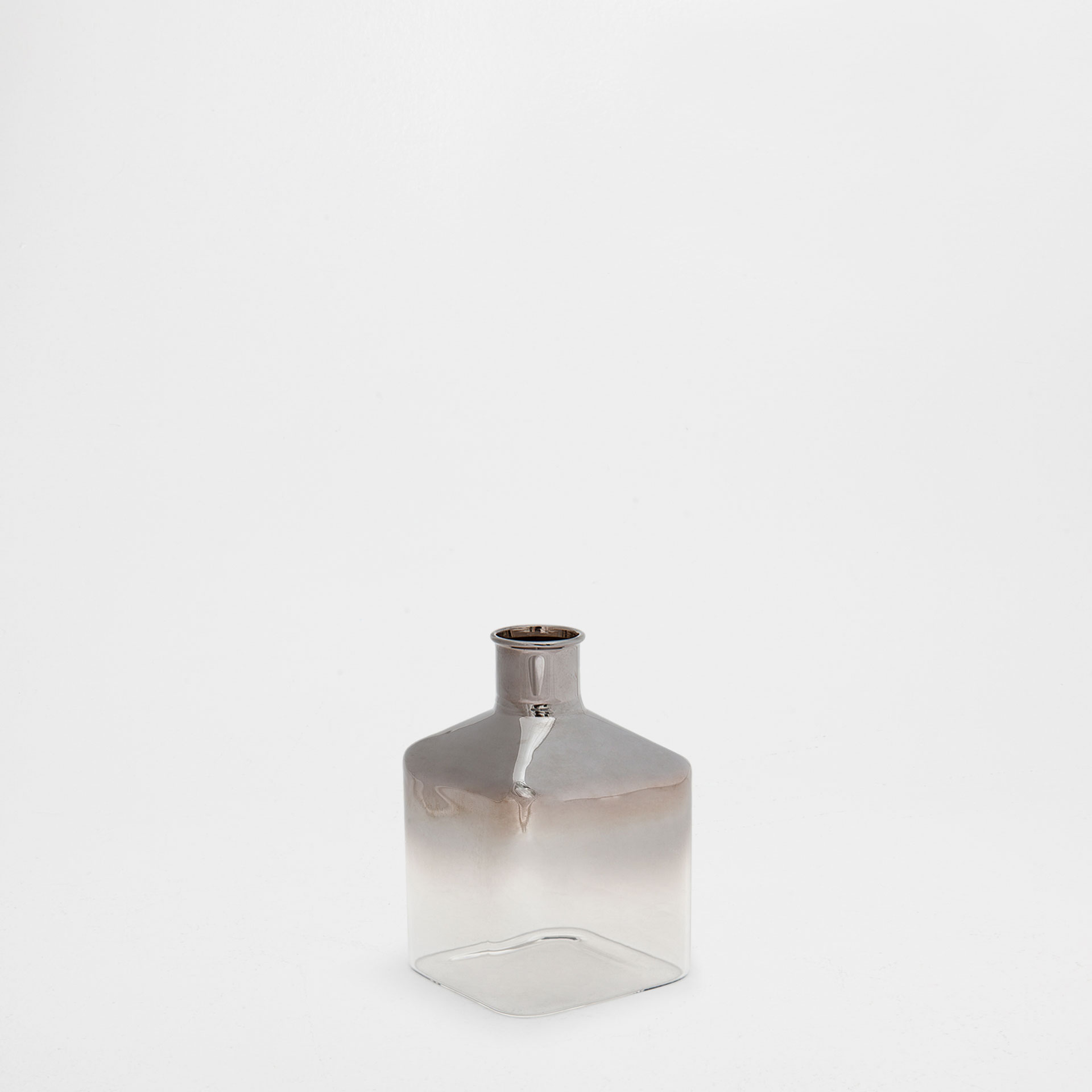 GLASS VASE WITH TRANSPARENT BASE
