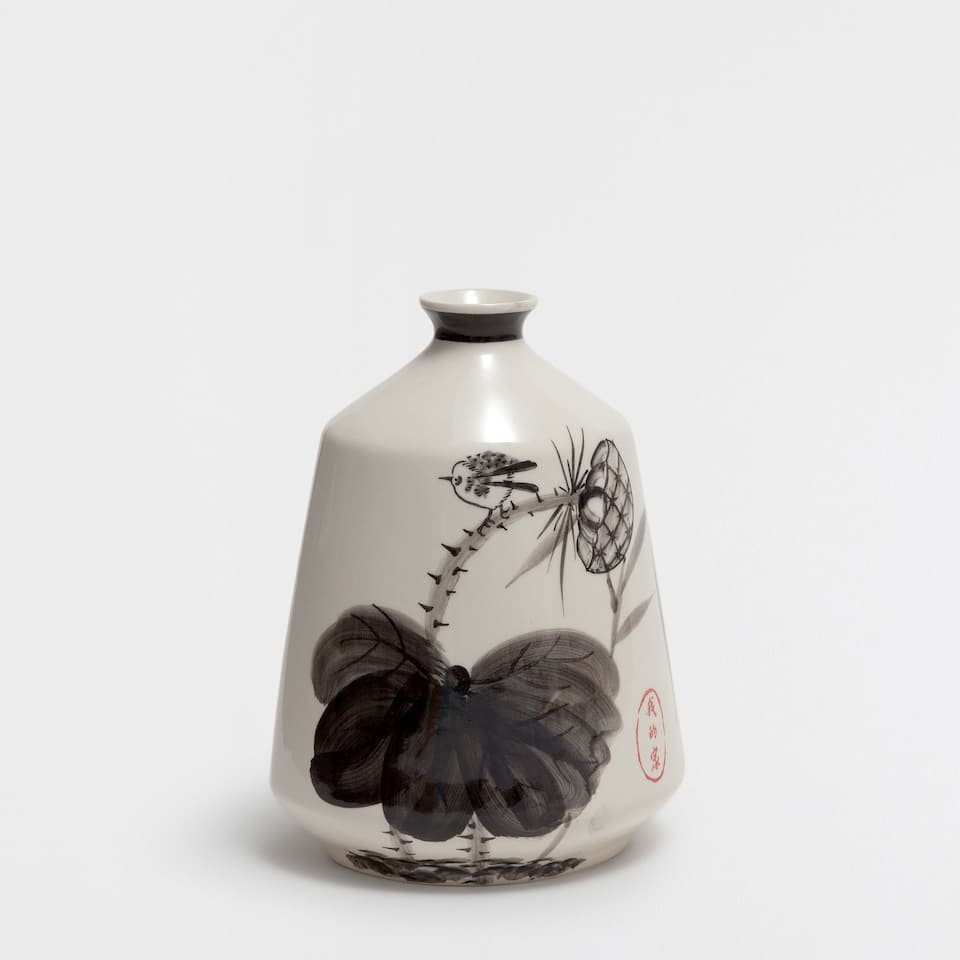 BLACK FLORAL-DESIGN CERAMIC VASE
