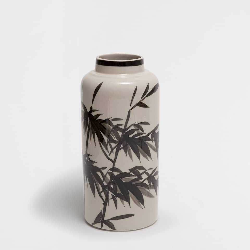 CERAMIC VASE WITH A BLACK DESIGN
