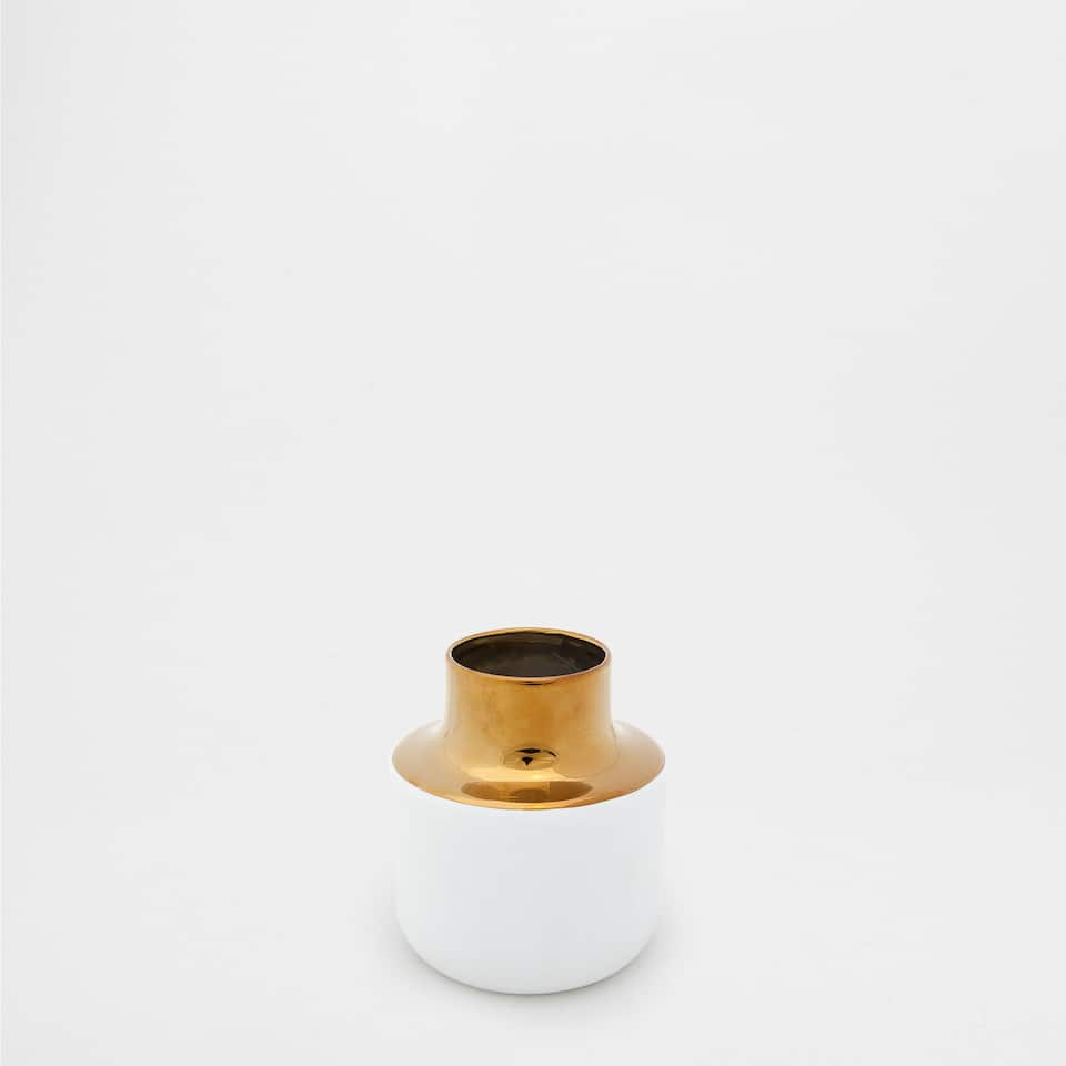 GOLDEN AND WHITE CERAMIC VASE