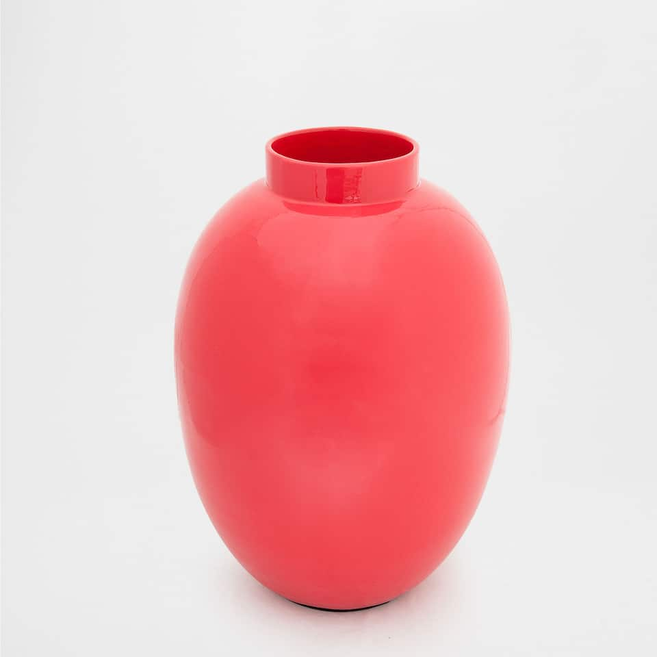 RED LACQUERED CERAMIC VASE