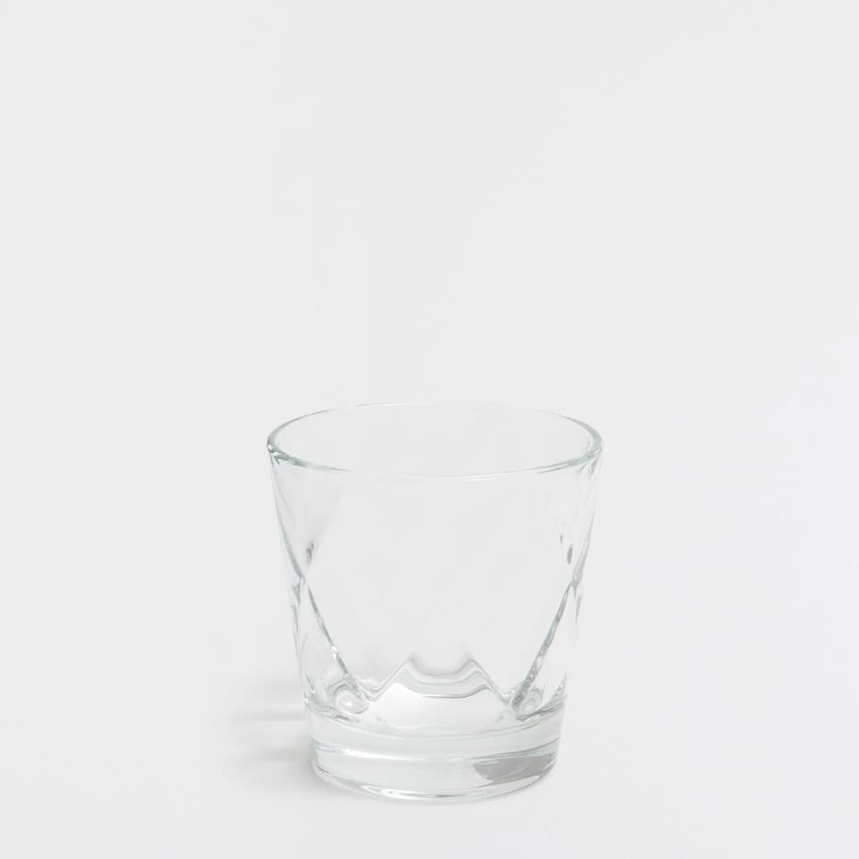 Diamond-pattern glass tumbler