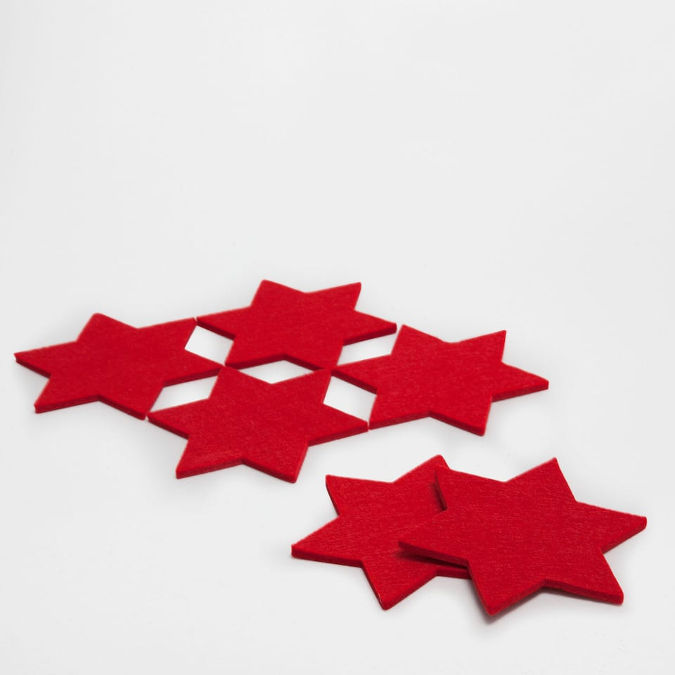 Red star-shaped coasters (set of 6)