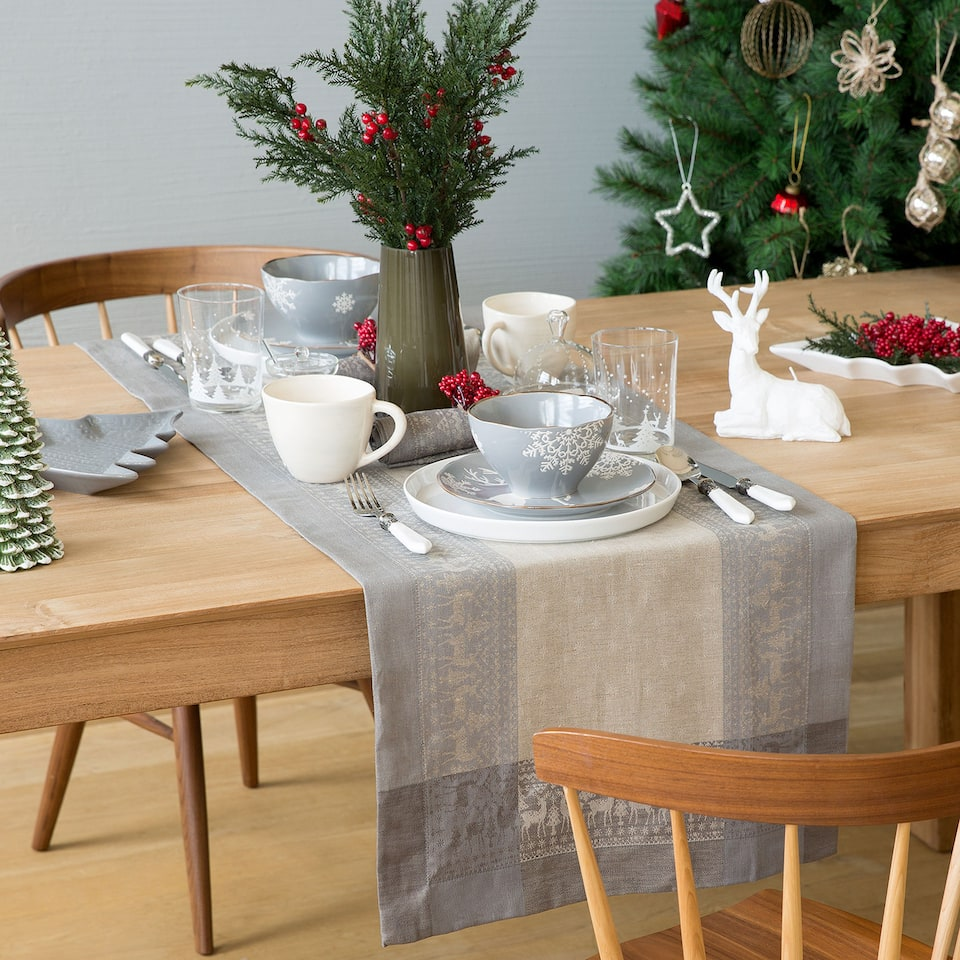 Linen and cotton jacquard reindeer tablecloth