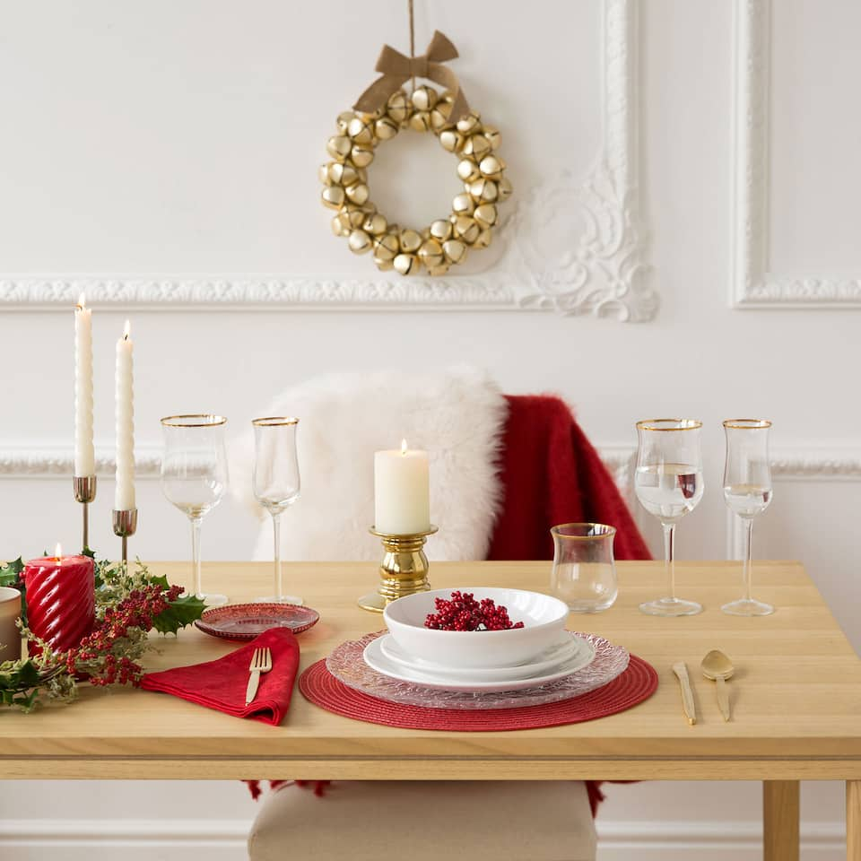 2-pack of round red placemats with metallic fibre