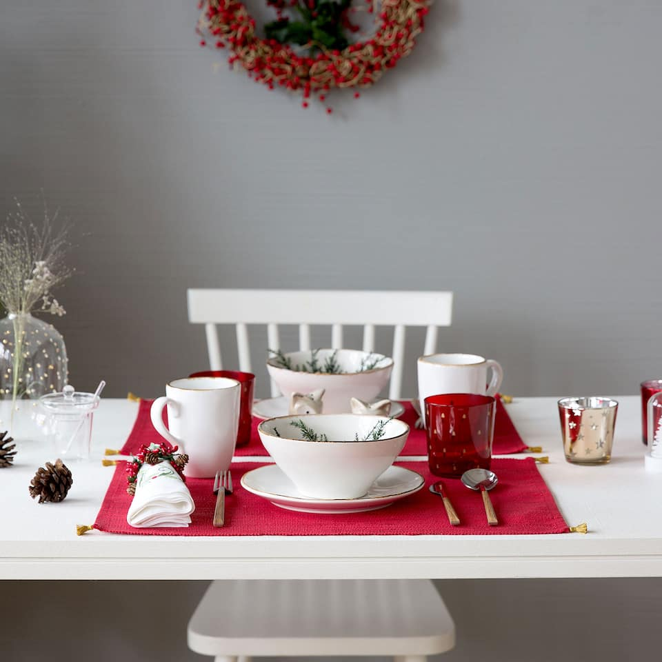 Red placemats with golden tassels (set of 2)