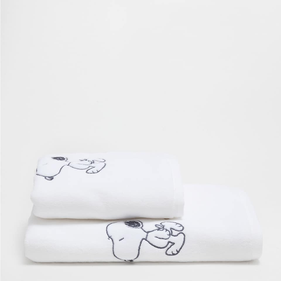 Snoopy embroidered towel
