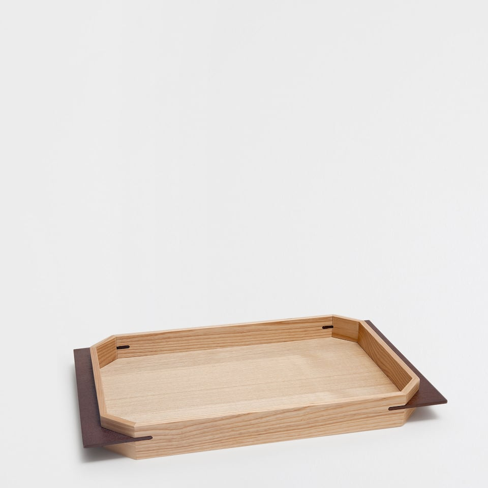 RECTANGULAR TRAY WITH NATURAL-COLOURED HANDLES