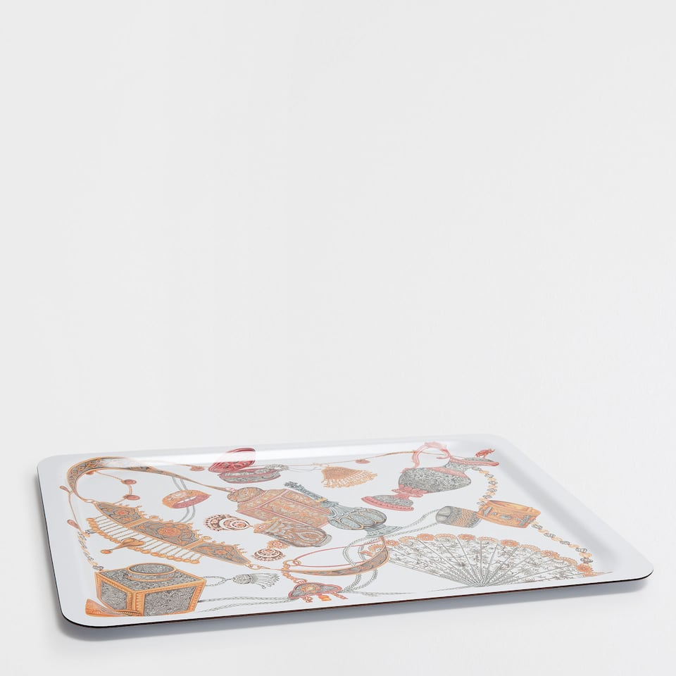 SQUARE TRAY WITH A PITCHERS PATTERN