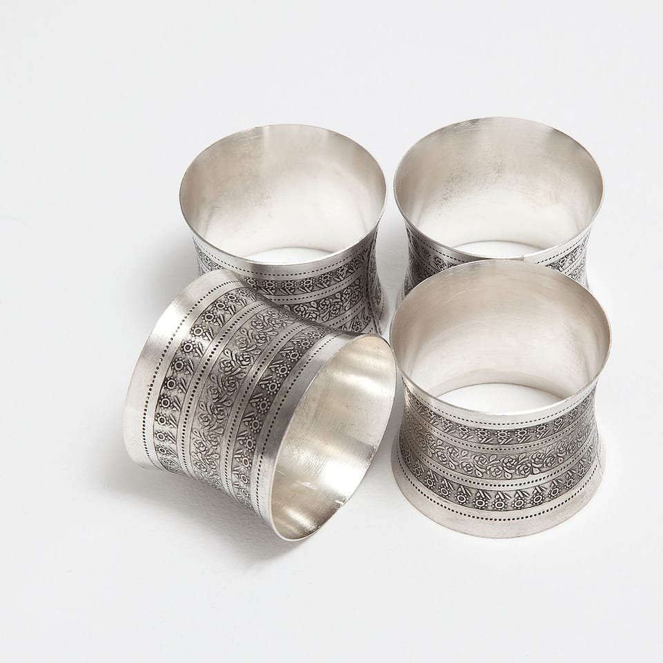OVAL-SHAPED WORKED NAPKIN RING (SET OF 4)