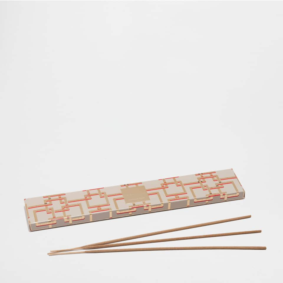 ORIENTAL LIGHT INCENSE