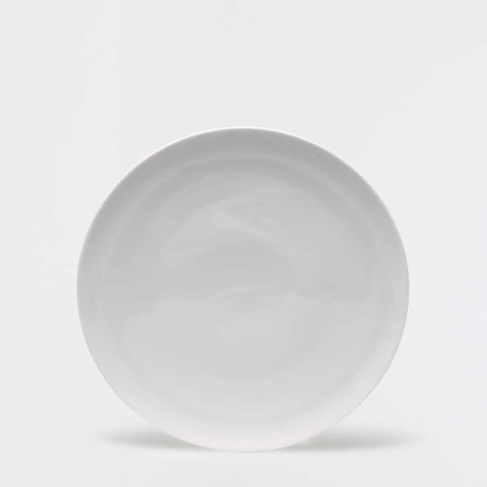 Porcelain round serving dish