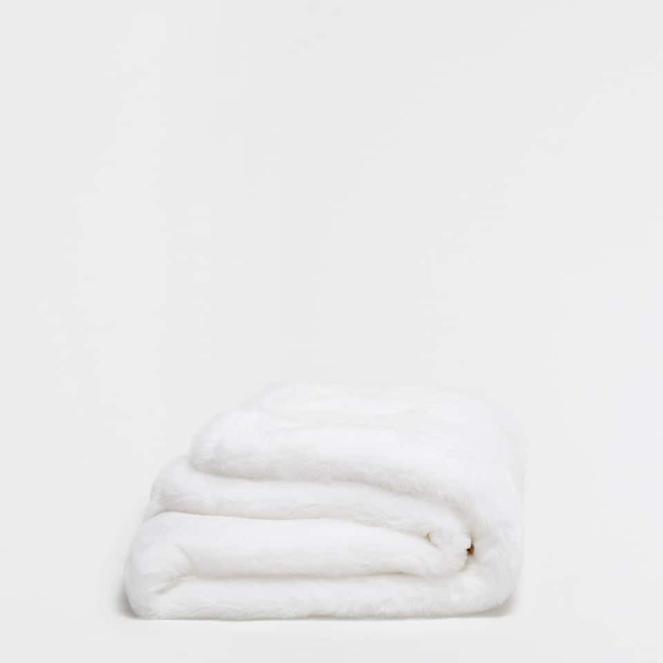 BLOCK COLOUR FAUX FUR BLANKET