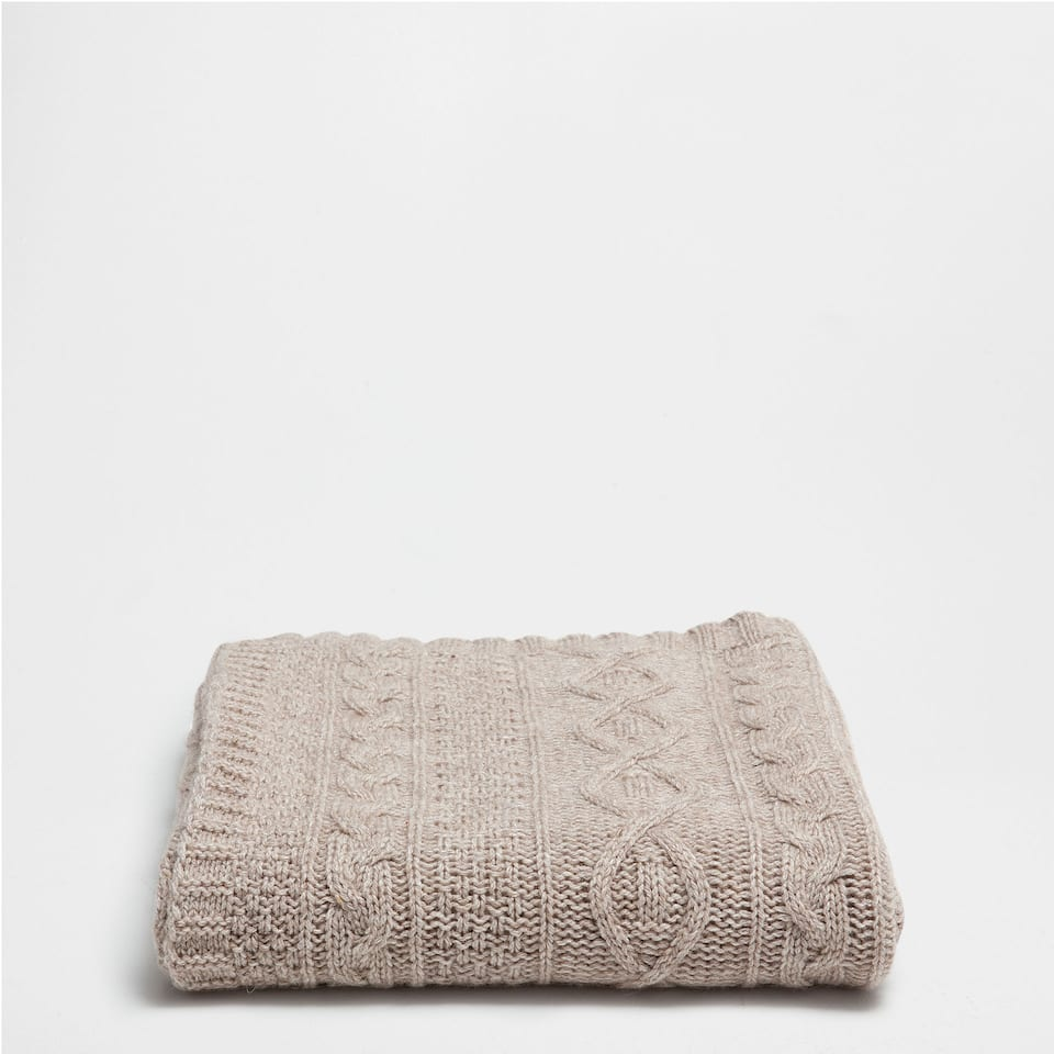 CABLE-KNIT CASHMERE WOOL BLANKET
