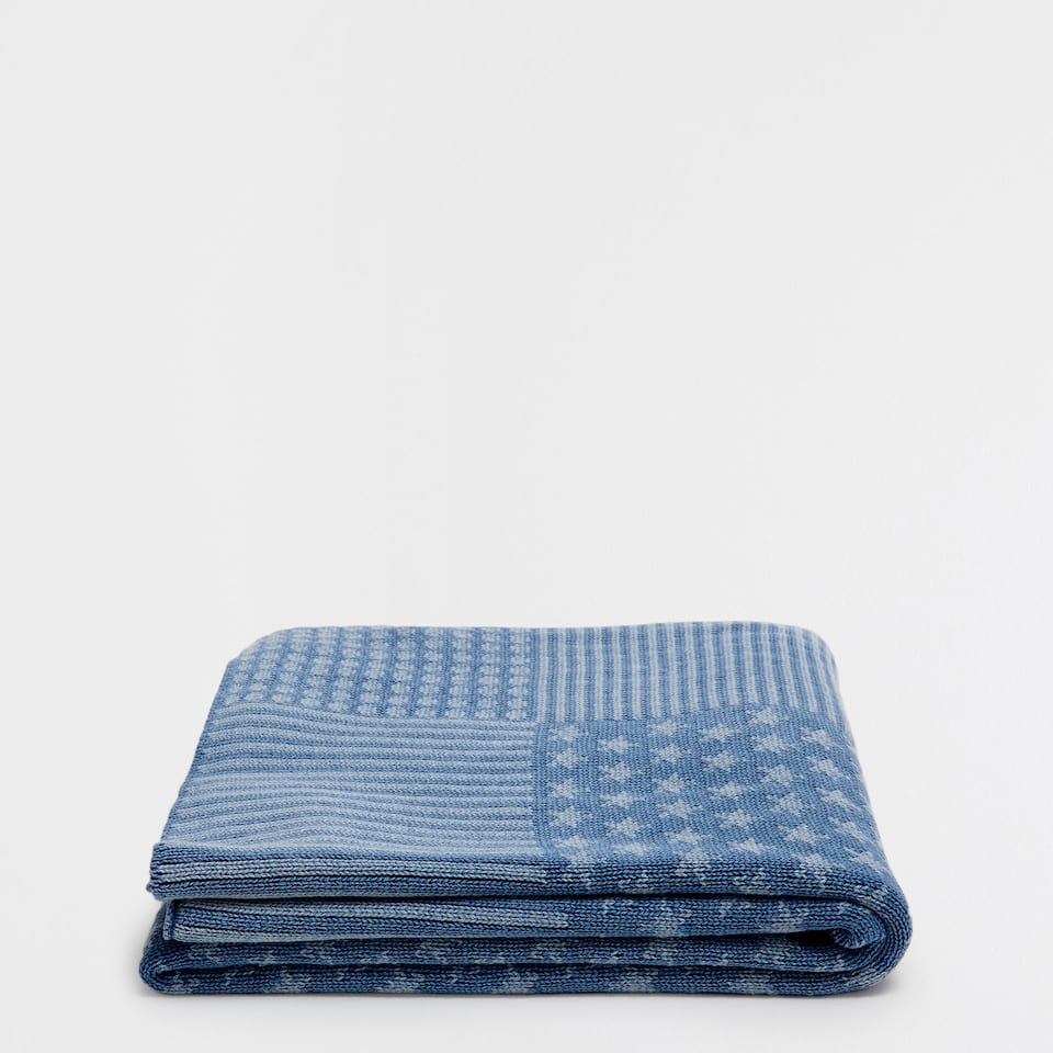 Faded-effect patchwork knit blanket
