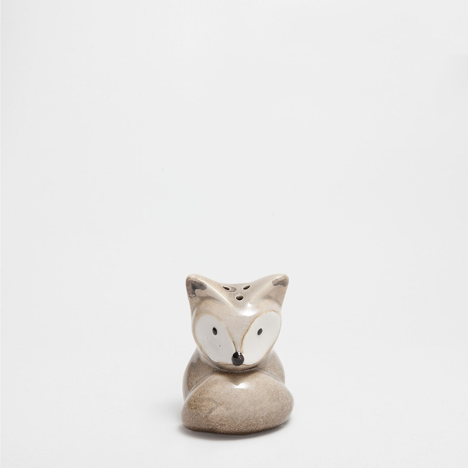 Fox-shaped salt shaker