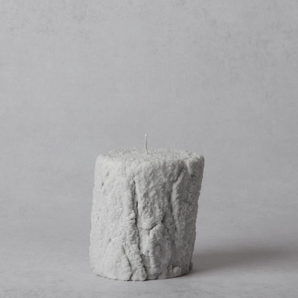 Snowy trunk-shaped candle