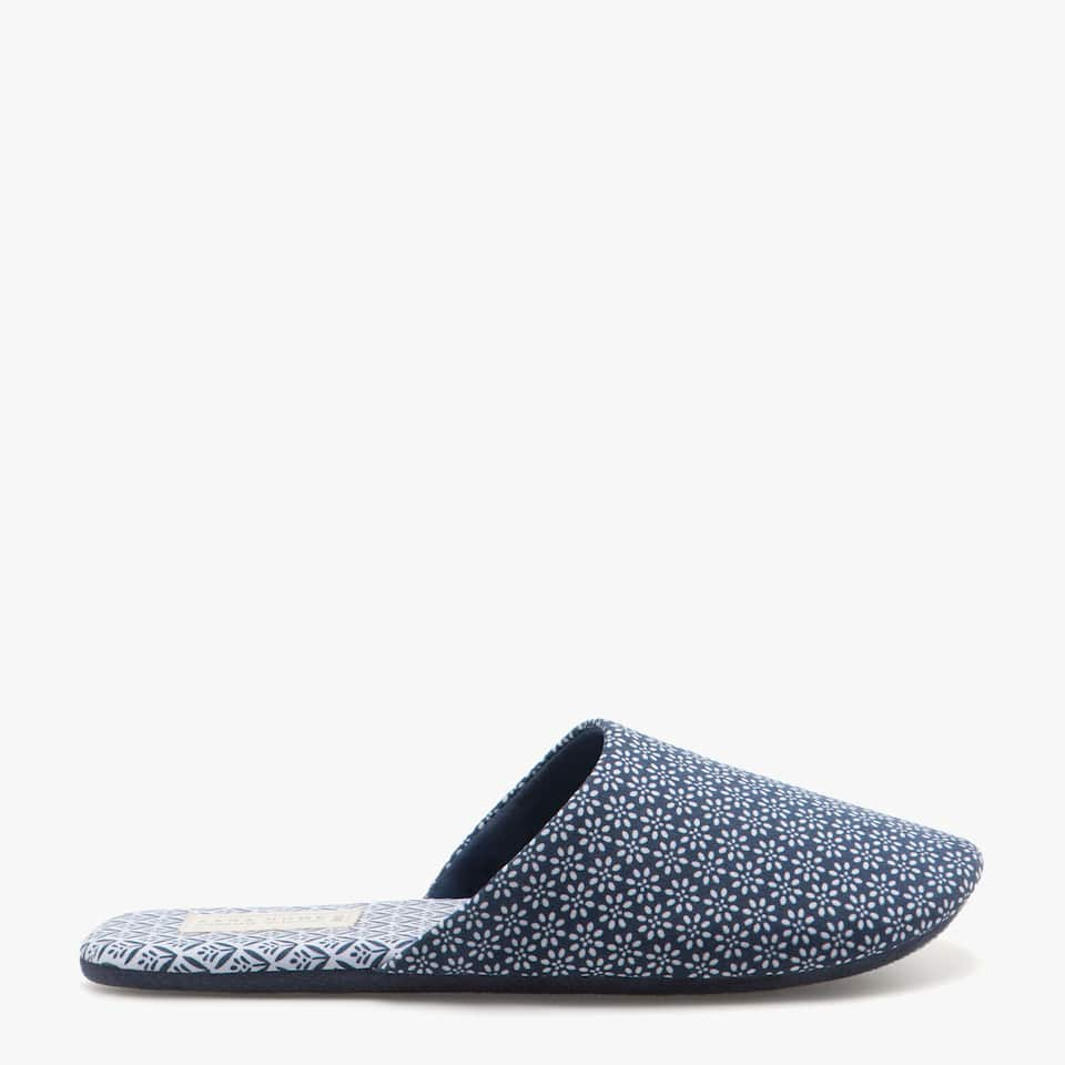PRINTED SLIPPERS