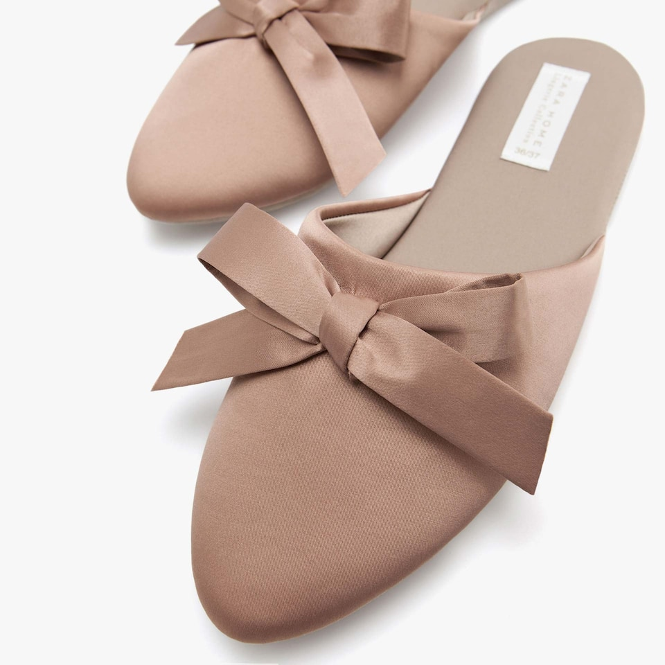 SLIPPERS WITH BOWS