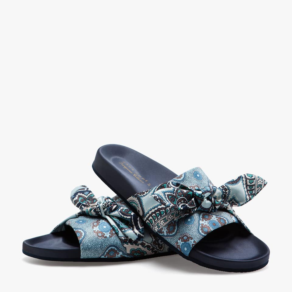 PRINTED SLIDE SANDALS WITH BOWS