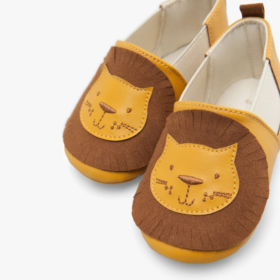 LION-SHAPED BOOTIES