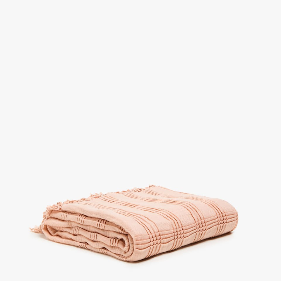 BLANKET WITH PLEATED CHECKS