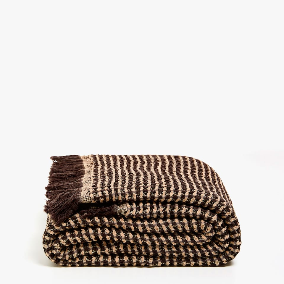 TWO-TONE WAFFLE KNIT BLANKET