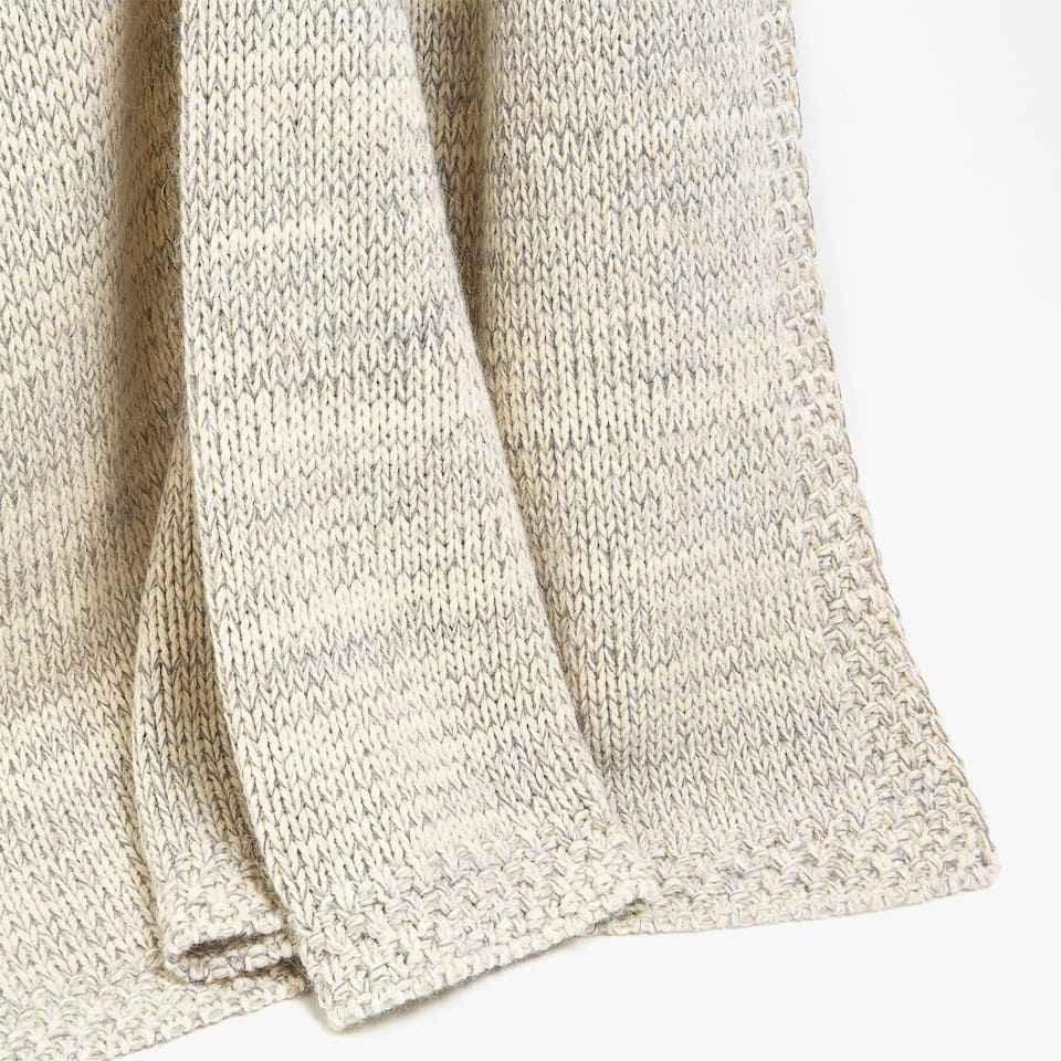 TWO-TONE TRICOTINE KNIT BLANKET